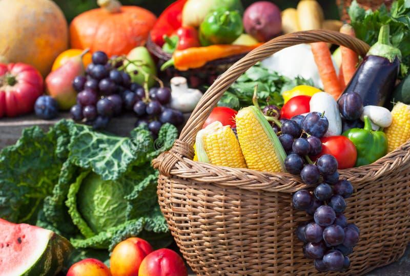 Fuits och grönsaker royaltyfria foton