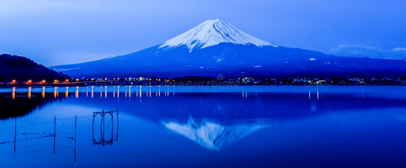 Fuji-Berg morgens im Herbst stockfotografie