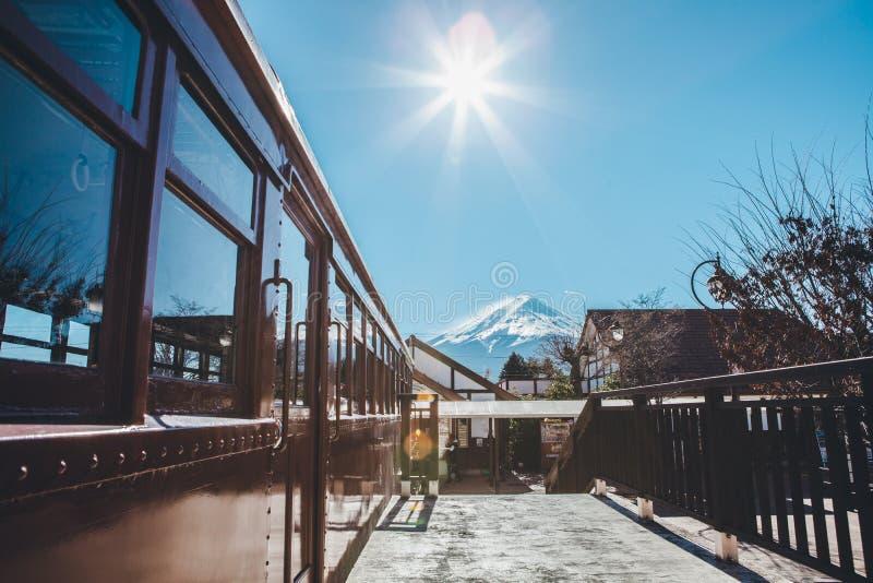 Fuji blauwe hemel stock afbeeldingen