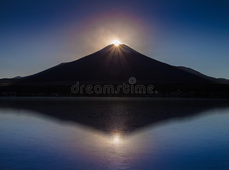 Fuji-Diamant, Sonnenuntergang auf Berg Fuji und Refection am See Yamanakako lizenzfreie stockbilder