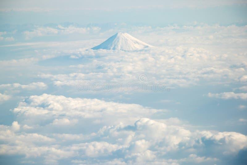 Fuji góra w Japonia z grupą chmura w widoku z lotu ptaka fotografia royalty free
