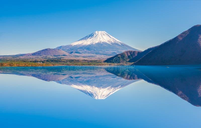 Fuji-Gebirgsreflexion am Motosu See stockfotos