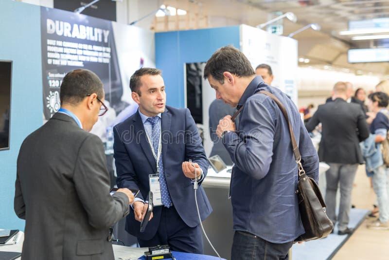 Fujifilm firmy przedstawiciele wprowadzać na rynek nowego wyposażenie dla ultradźwięków diagnostyków w medycynie obrazy stock