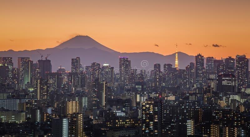 Fujisan- und Tokyo-Stadtansicht lizenzfreies stockfoto