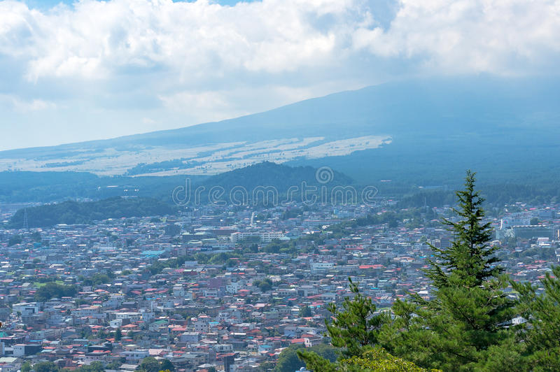 Fujiyoshida-Stadtansicht von oben, Präfektur Yamanashi, Japan lizenzfreies stockbild