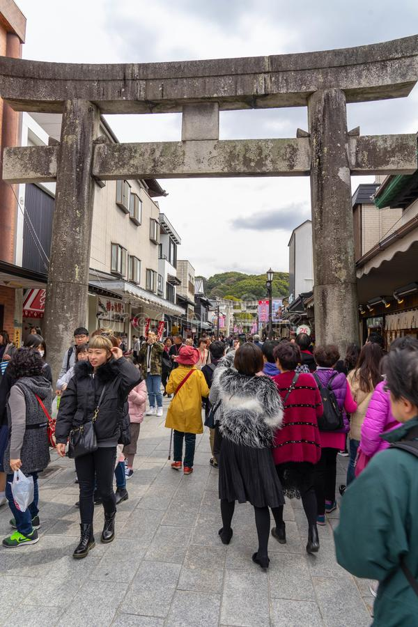 Fukuoka, Japão - rua ao santuário de Dazaifu Tenmangu imagens de stock