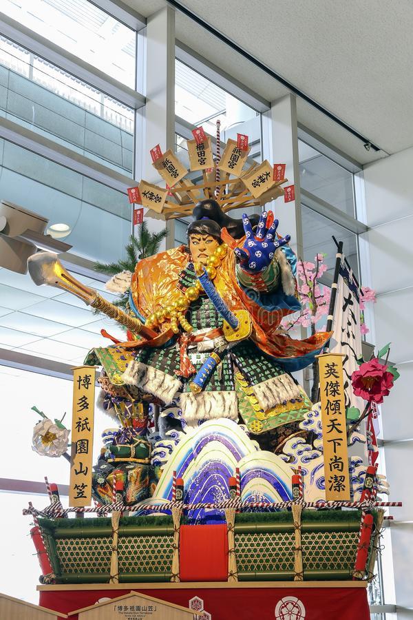 FUKUOKA, JAPAN - 16. MÄRZ 2014 - das Symbol eines berühmten Festivals in Japan nannte Hakata Gion Yamagasa Matsuri an Fukuoka-F lizenzfreie stockbilder