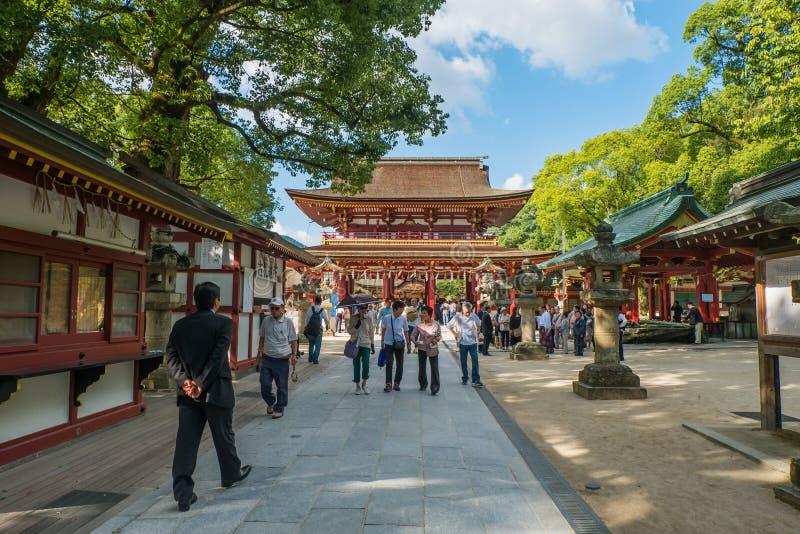 FUKUOKA JAPAN - SEPTEMBER 26, 2014: Dazaifu relikskrin i Fukuoka, royaltyfri bild