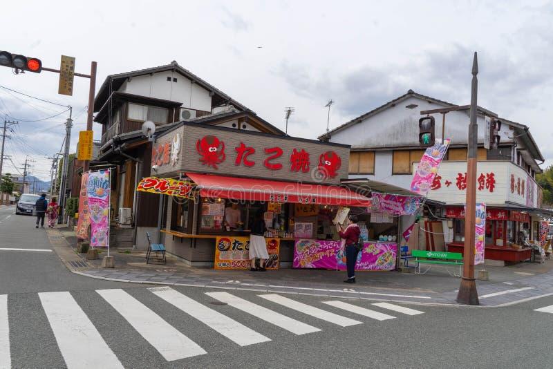 Fukuoka, Japon - rue au tombeau de Dazaifu Tenmangu images libres de droits