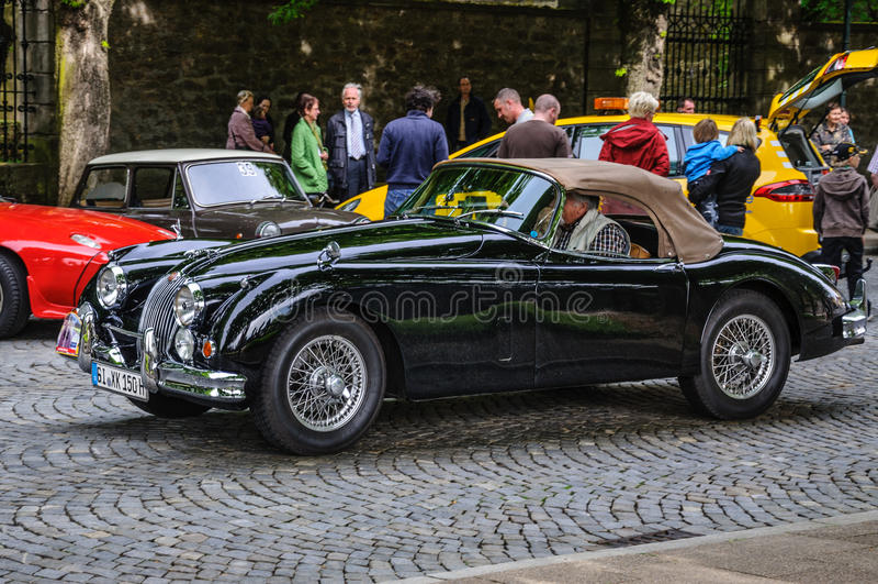 FULDA, ALLEMAGNE - L'AMI 2013 : Jaguar XK140 folâtre le roadster r de cabrio photos stock