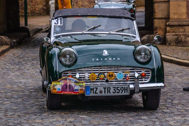 FULDA, ALLEMAGNE - L'AMI 2013 : Triumph TR3 folâtre le roadster de cabrio au sujet de photos libres de droits
