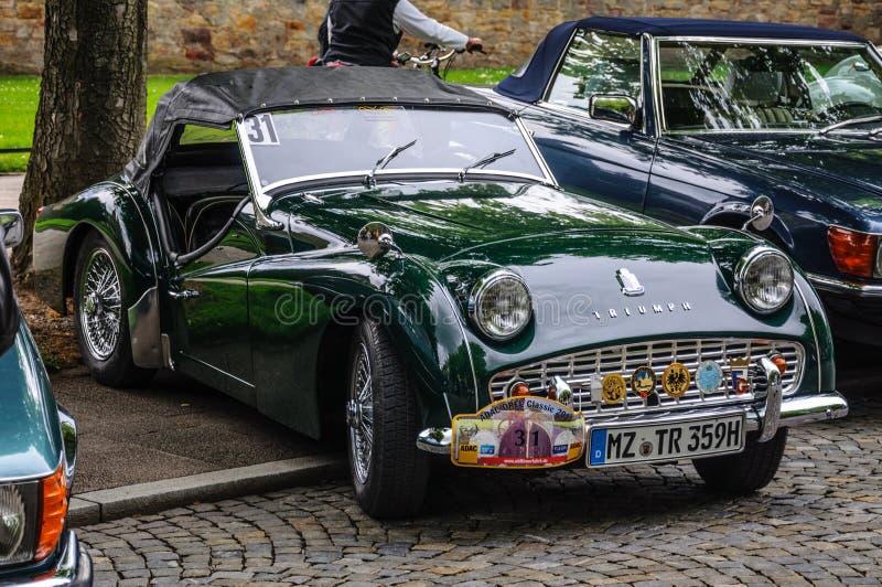 FULDA, ALLEMAGNE - L'AMI 2013 : Triumph TR3 folâtre le roadster de cabrio au sujet de image libre de droits