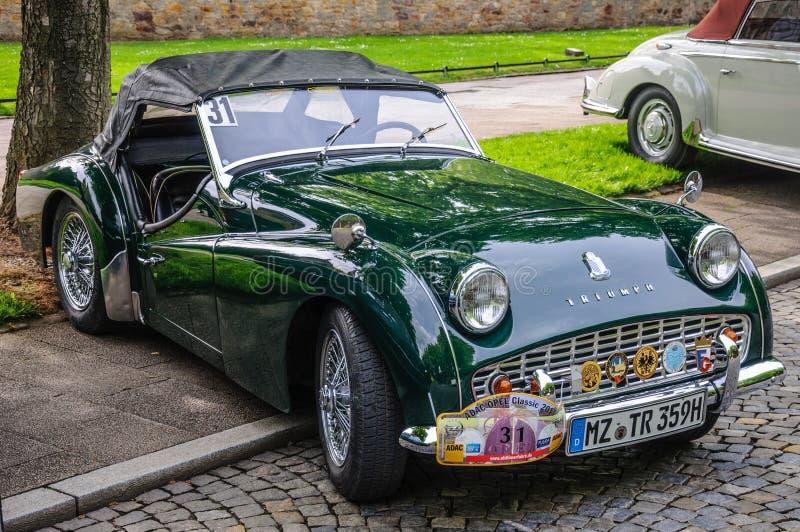 FULDA, ALLEMAGNE - L'AMI 2013 : Triumph TR3 folâtre le roadster de cabrio au sujet de images libres de droits