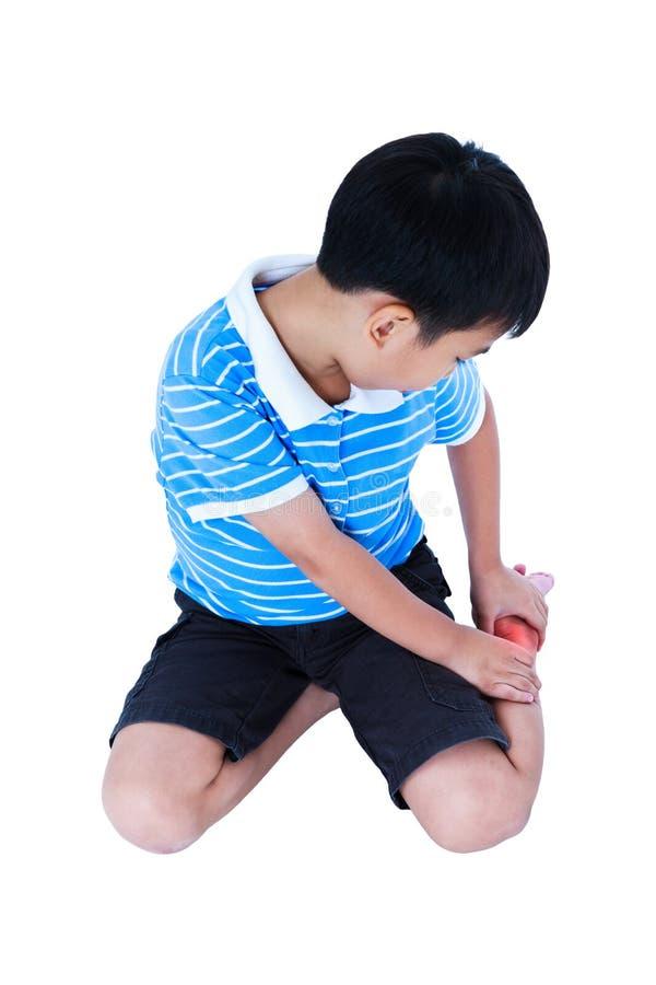 Full kropp av barnet som såras på hälet På vitbakgrund royaltyfria foton