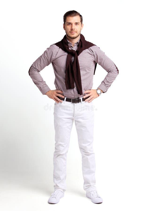 Full kroppstående av den unga lyckliga le gladlynta affärsmannen, över vit royaltyfri bild