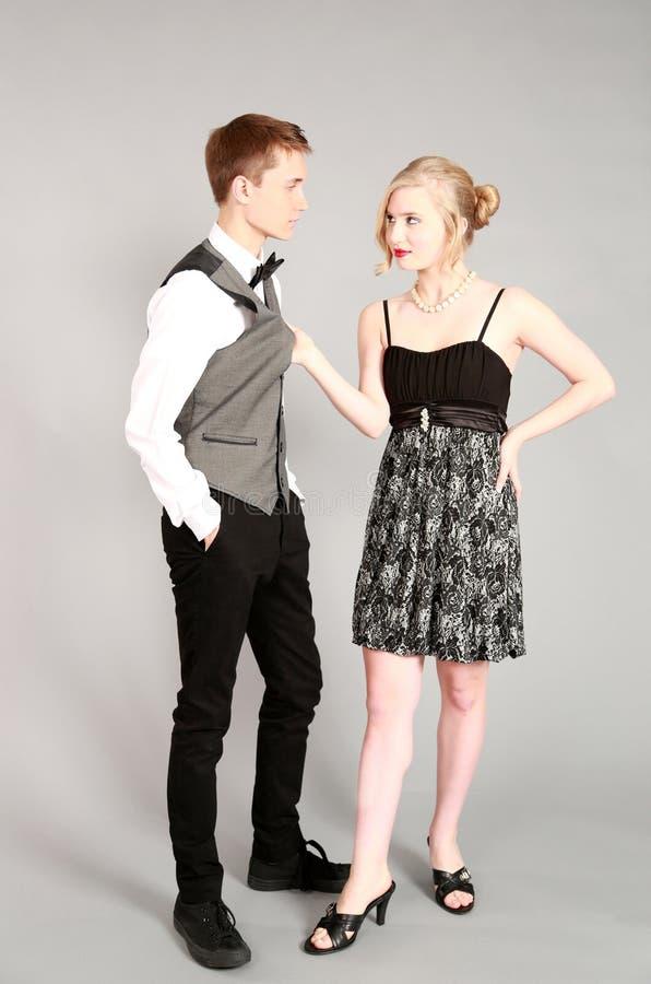 Full längd av härliga par i formalwear royaltyfria foton