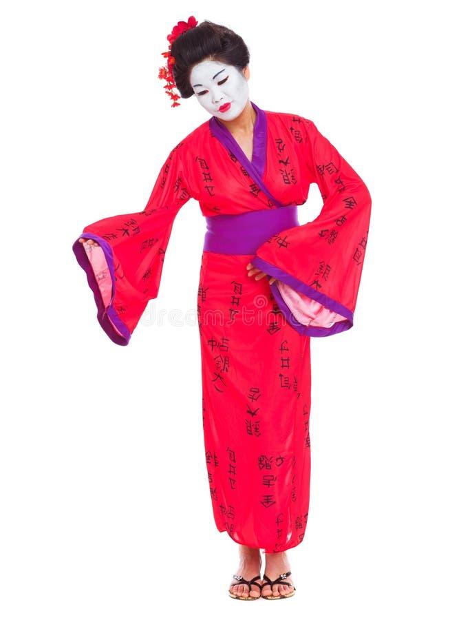 Full längdstående av att invitera för geisha arkivfoton