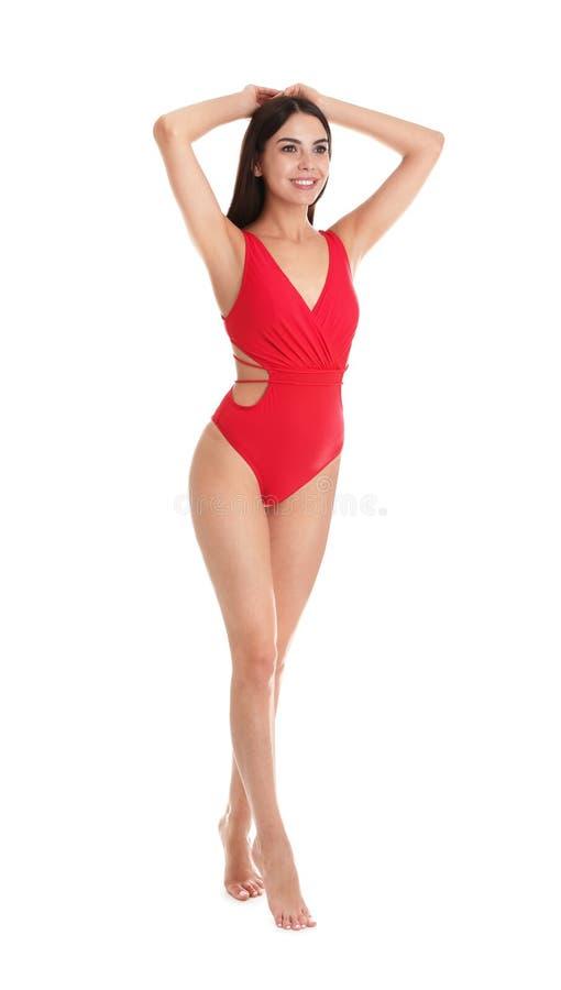 Full längdstående av den attraktiva unga kvinnan med den slanka kroppen i swimwear royaltyfria bilder