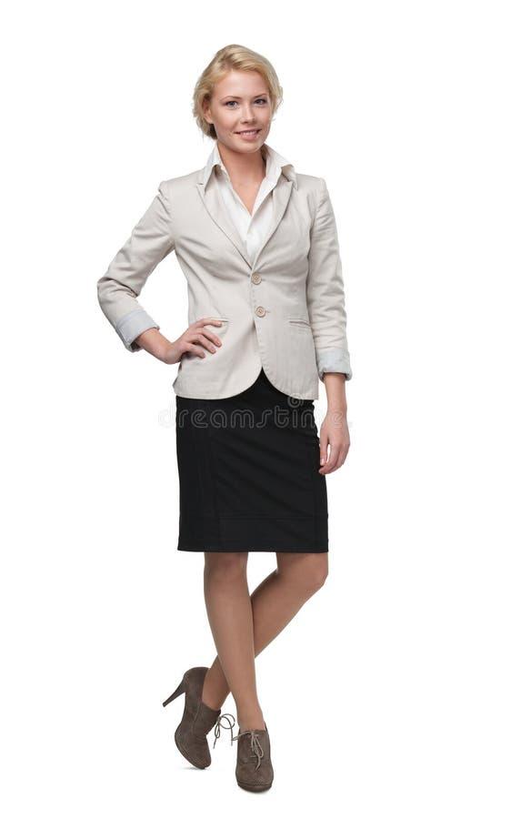 Full längdstående av den unga affärskvinnan arkivfoto