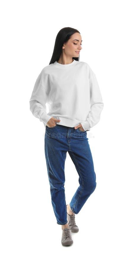 Full längdstående av den unga kvinnan i tröja på vit ?tl?je upp f?r design arkivbilder
