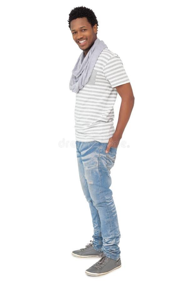 Full längdstående av en moderiktig ung man royaltyfri bild