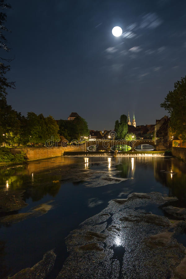 Full måne Nuremberg, Tyskland arkivbild
