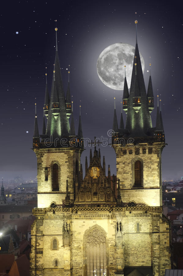 Free Full Moon Over The Old Town Square In Prague Royalty Free Stock Images - 89066999