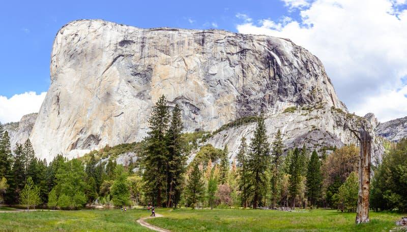 Full panoramasikt av EL Capitan på Yosemite royaltyfria foton