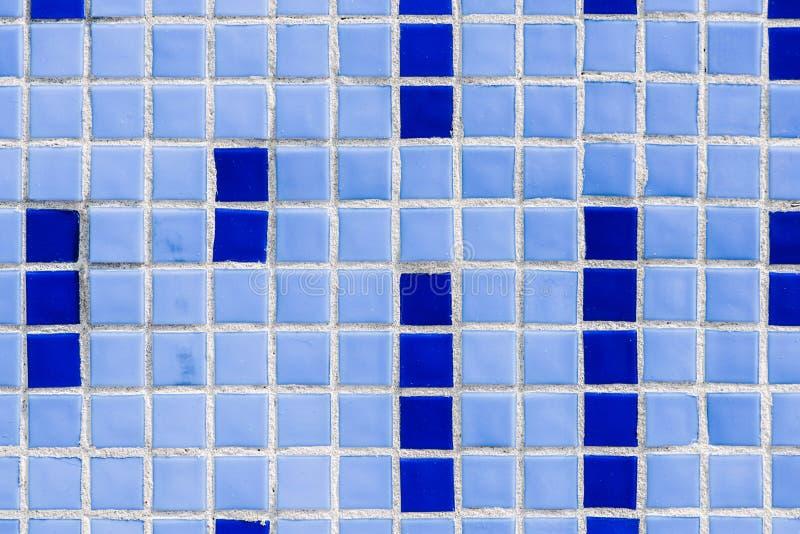 full rambild av väggen med blått keramiskt royaltyfria bilder