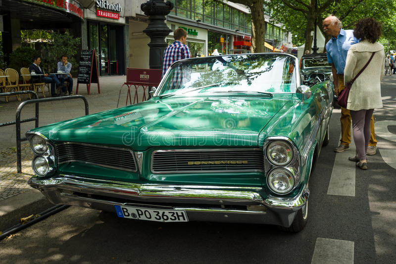 Full-size Car Pontiac Bonneville Convertible, 1963