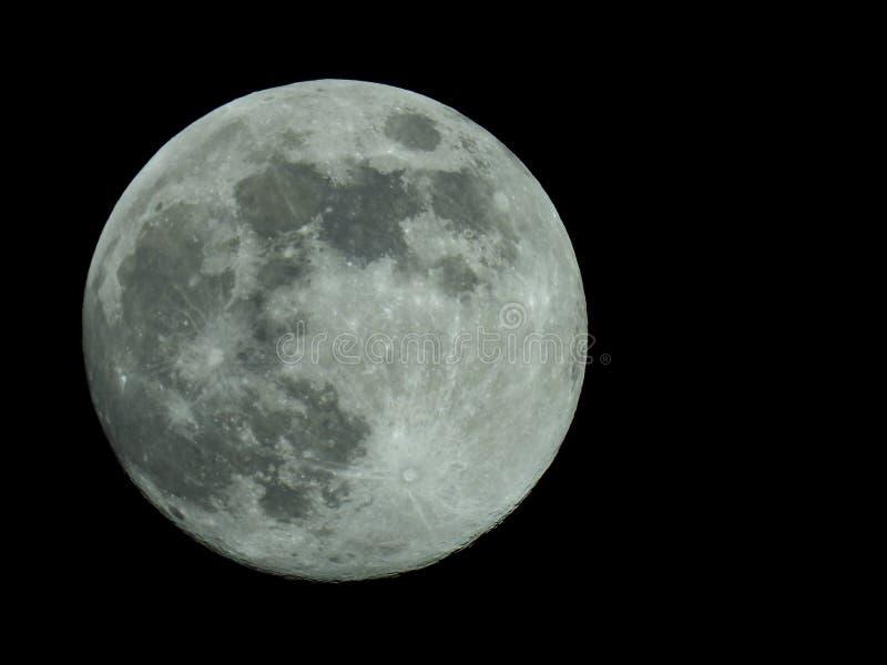 Fullmåne i himlen för stjärnklar natt arkivbild