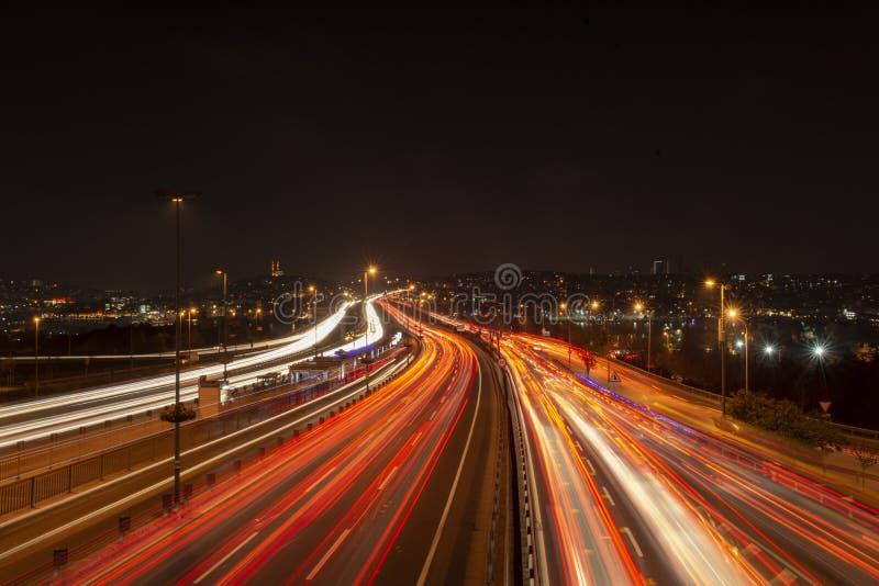 fullsatt trafik i staden, afton går tillbaka fotografering för bildbyråer