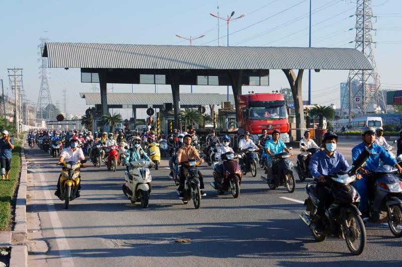Fullsatt Vietnam, ctiy Asien, medel, avgaser royaltyfri foto