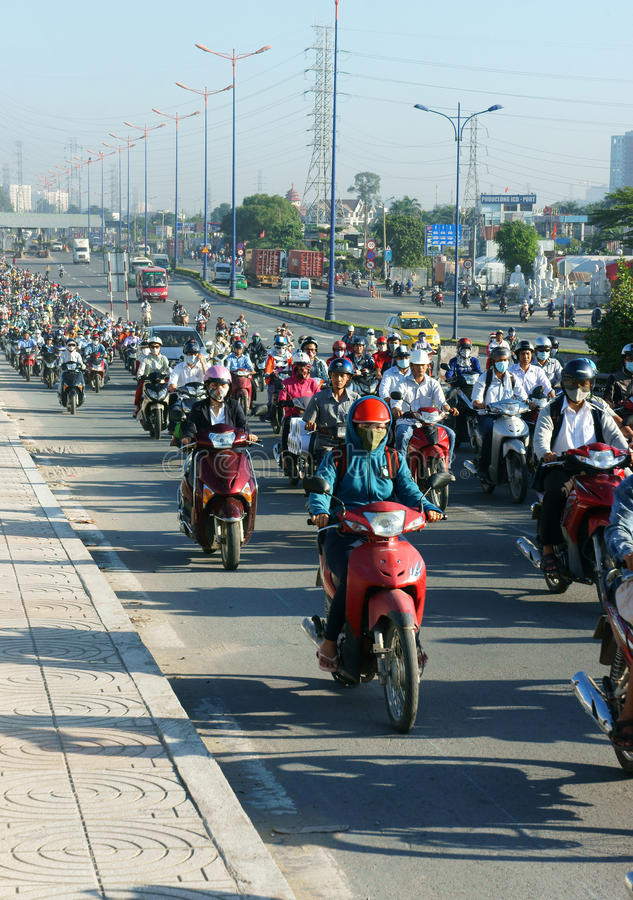 Fullsatt Vietnam, ctiy Asien, medel, avgaser royaltyfri bild