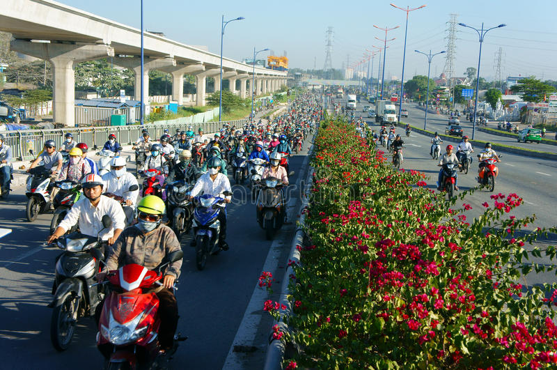 Fullsatt Vietnam, ctiy Asien, medel, avgaser fotografering för bildbyråer