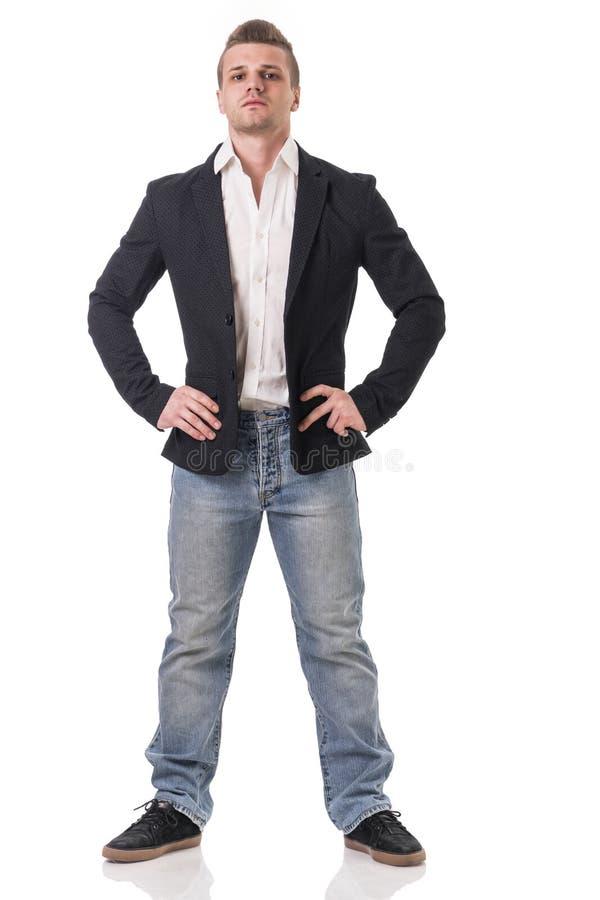 Fullt kroppskott av den attraktiva unga mannen med omslaget arkivfoton