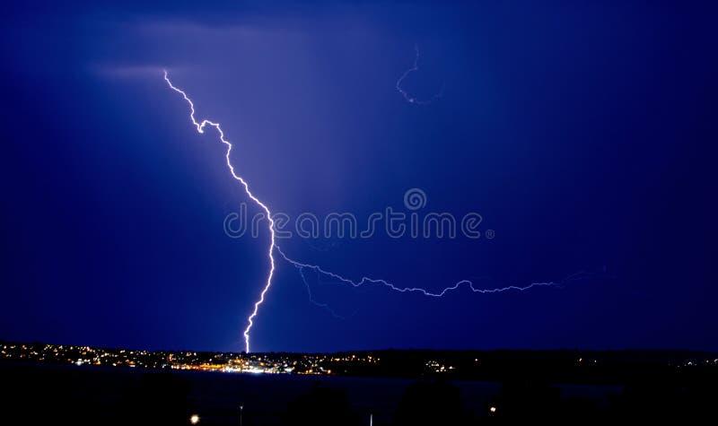 Fulmine di forcella sopra il porto a Torquay, Devon fotografia stock libera da diritti