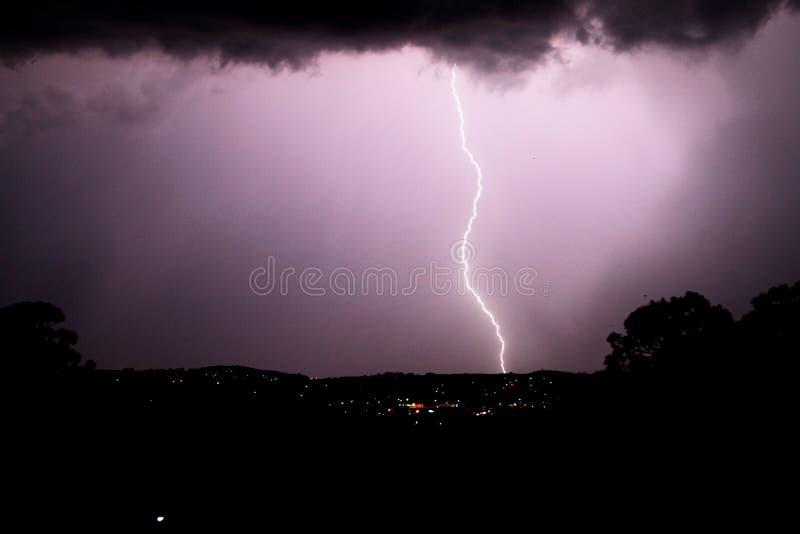 Fulmine scuro e tempestoso fotografia stock