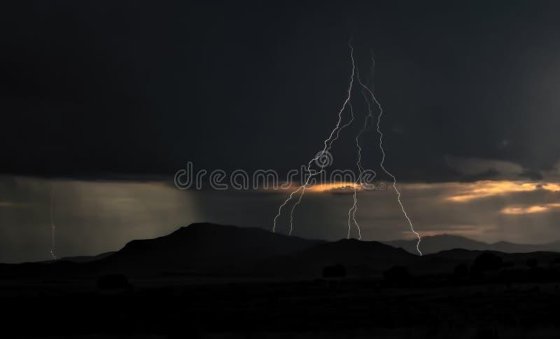 Fulmine Strik della montagna fotografia stock