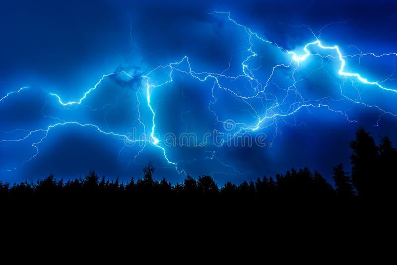 Fulmine sul cielo immagine stock