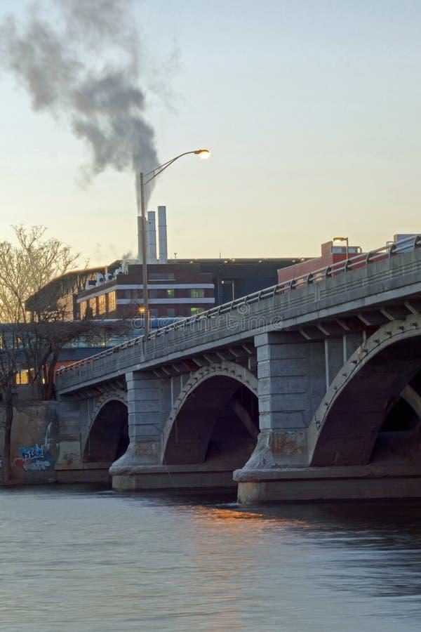 Fulton Street Bridge en Grand Rapids fotografía de archivo