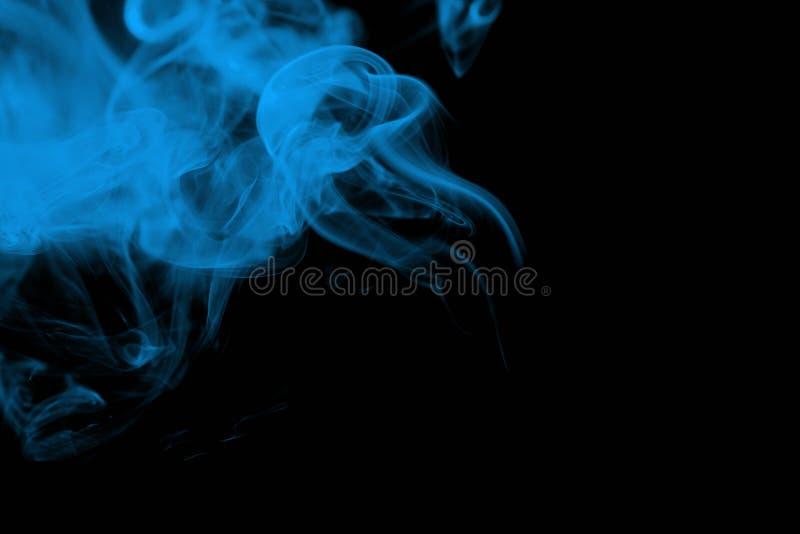 Fumée Bleue Sur Le Noir Photographie stock libre de droits