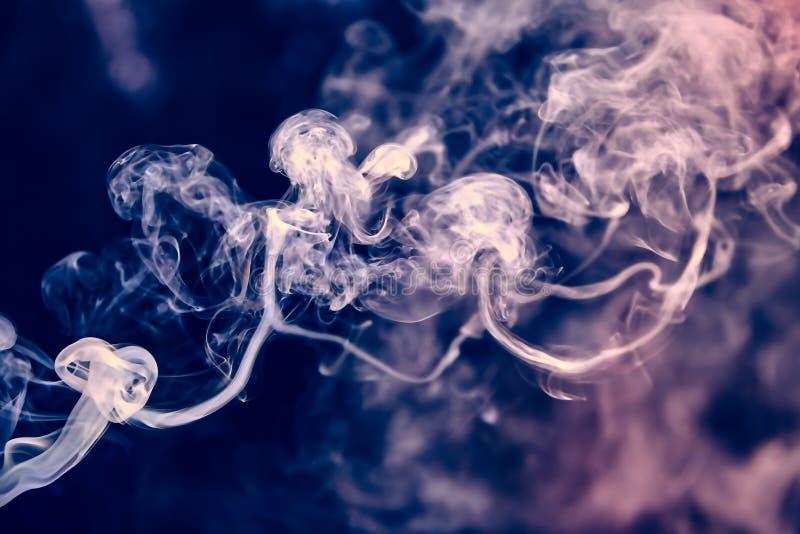 Fumée colorée images stock