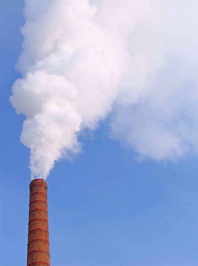 Fumée d'une pipe l'après-midi de froid de l'hiver photographie stock libre de droits