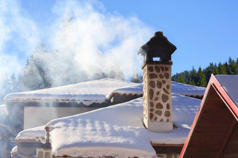 Fumée de cheminée de brique photo libre de droits