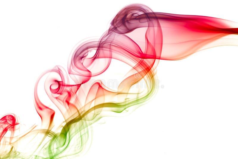 Fumée de couleur circulant sur le fond blanc Résumé photographie stock
