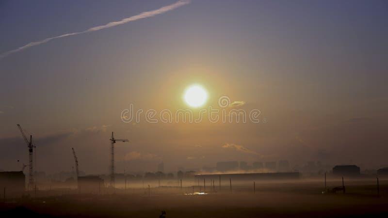 Fumée du soleil de destruction de construction d'écologie photographie stock