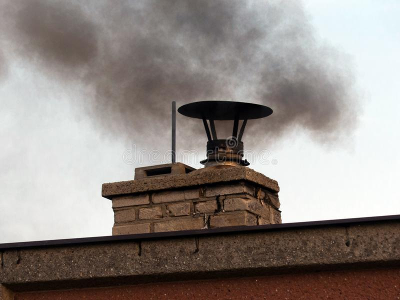 Fumée et cheminée photos libres de droits