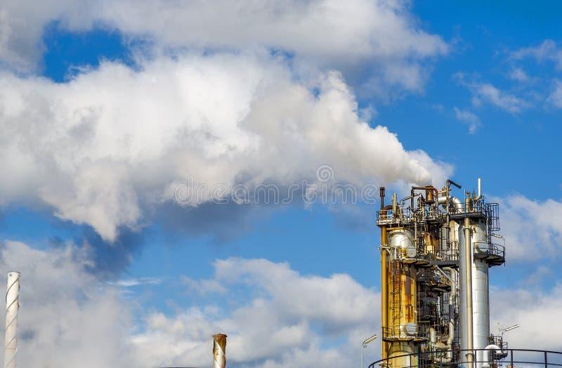 Fumée industrielle de cheminée photo stock