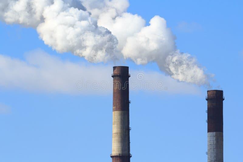 Fumée industrielle de cheminée photographie stock